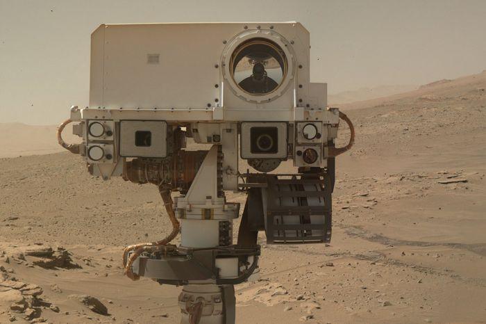 Износ марсохода Кьюриосити за время пребывания на Марсе (15 фото)