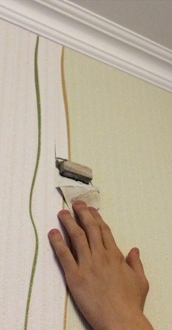 Когда соседи делают ремонт (2 фото)