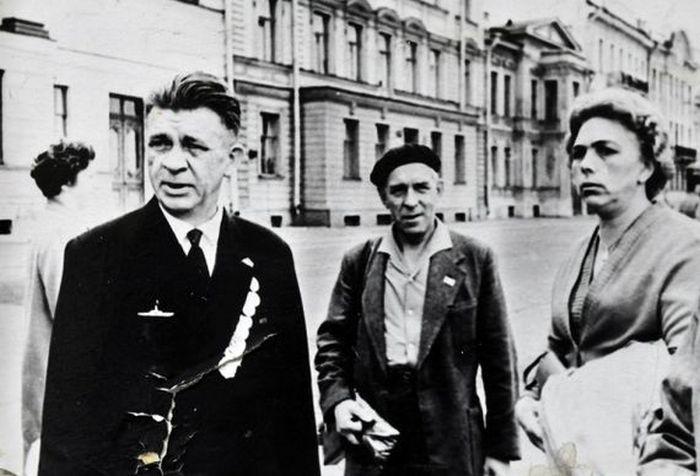 Александр Маринеско - легендарный советский подводник (6 фото)