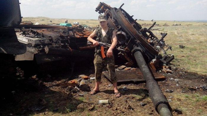 """Последствия попадания снарядов БМ-21 """"Град"""" в цель (17 фото)"""