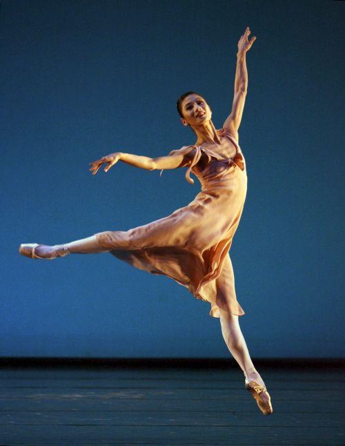 Профессиональный недуг балерин (4 фото)