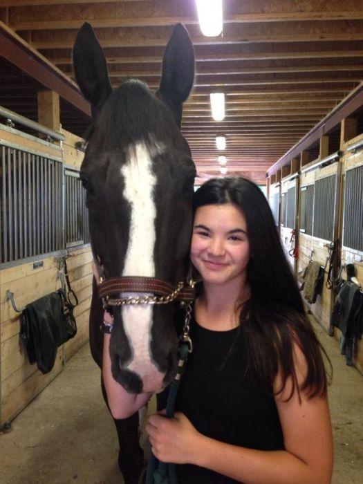 Последствия удара копытом лошади в лицо девушки (10 фото)