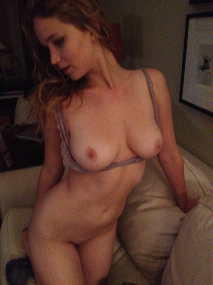 Частные фото голой Кейт Аптон с ее взломанного аккаунта
