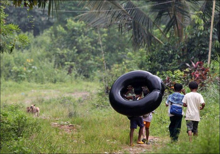 Трудный путь в школу в разных странах мира (25 фото)