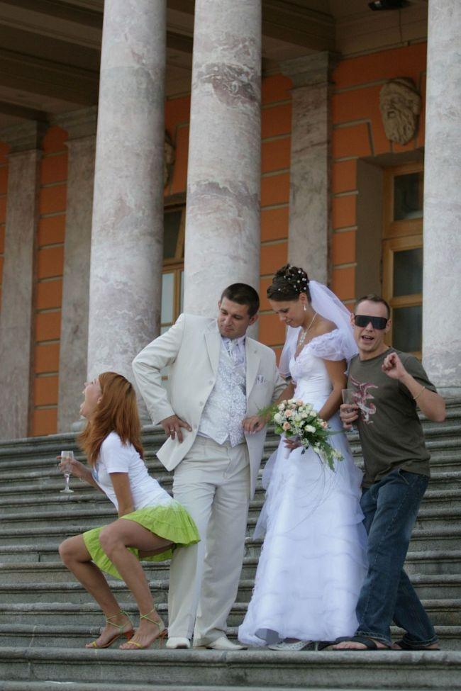 Пьяная подружка невесты (5 фото)