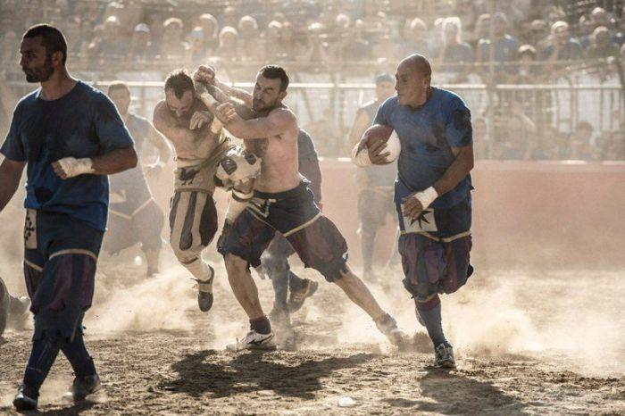 """""""Кальчо флорентино"""" - самая жестокая разновидность футбола (39 фото)"""