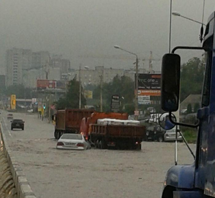Наводнение в Ростове-на-Дону из-за сильного дождя (43 фото + 3 видео)