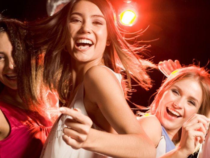 Алкогольные коктейли, которые сделают девушку более доступной (5 фото)