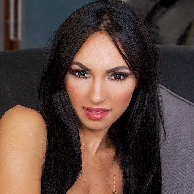 Ирина Иванова - пышногрудая звезда социальных сетей (41 фото)