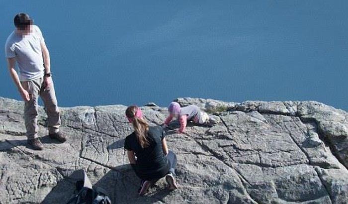 Беспечные родители дня (3 фото)