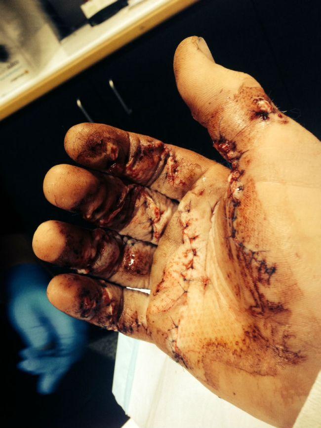 Грабитель с мачете против владельца дома (2 фото)