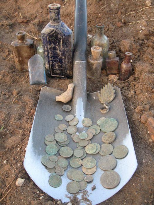 этим фото раскопанных кладов первое
