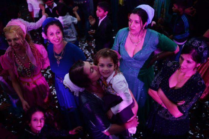 Как проходит современная цыганская свадьба (24 фото)