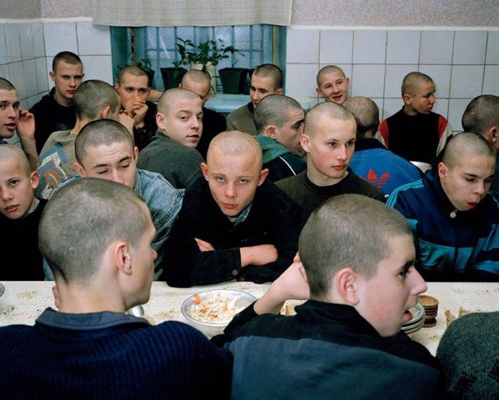 Несовершеннолетние заключенные сибирских колоний (26 фото)