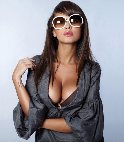 Девушки с внушительным размером груди (68 фото)