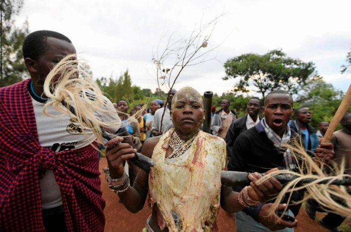 Как мальчики становятся мужчинами в Кении (15 фото)