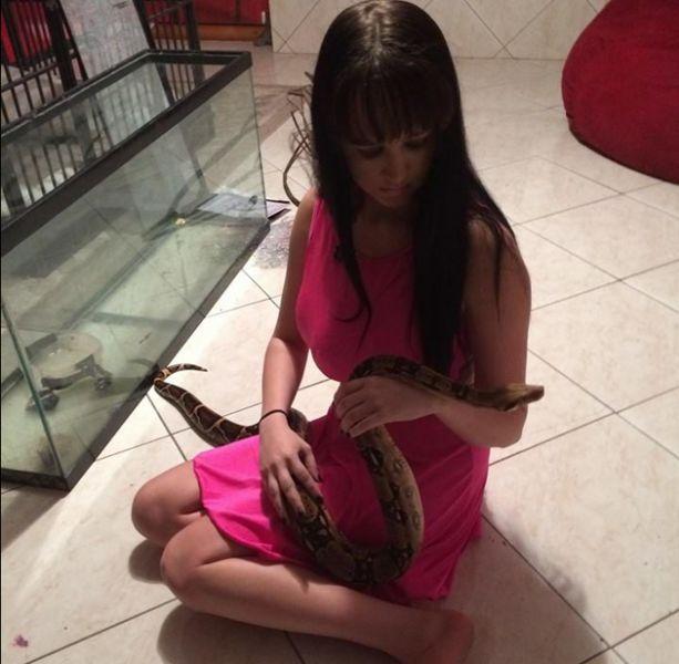 Девушка сделала себе третью грудь ради участия в реалити-шоу (16 фото)