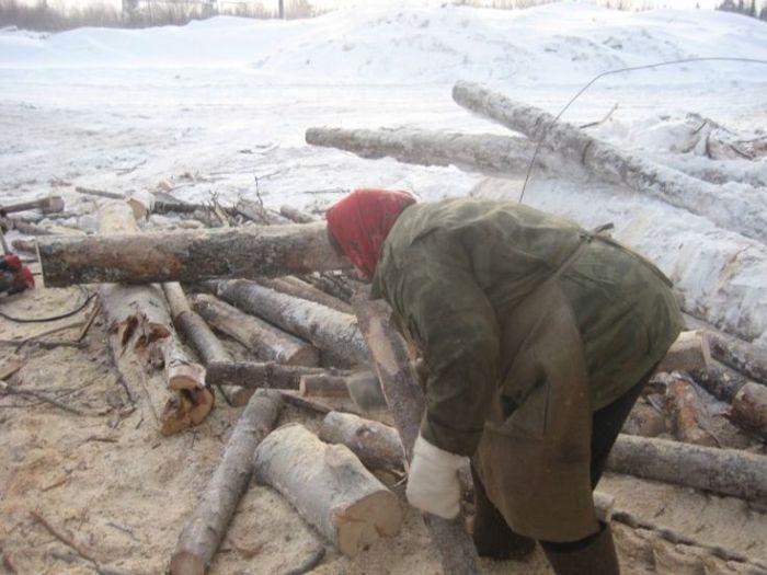 Тяжелый женский труд на предприятии в Архангельской области (17 фото)