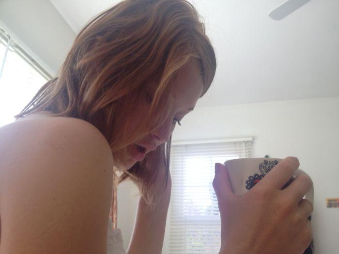 Откровенные фотографии Эмили Браунинг с мобильного телефона (23 фото)