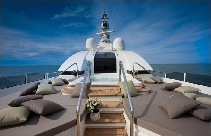 Яхта с гаражом