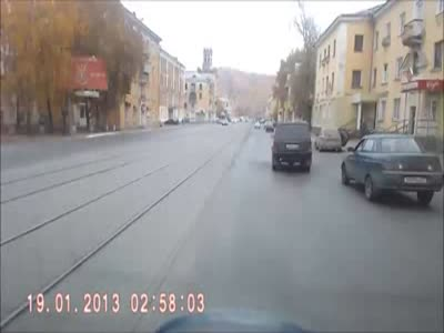 Разборки на дороге превратились в рукопашный бой (5.8 мб)