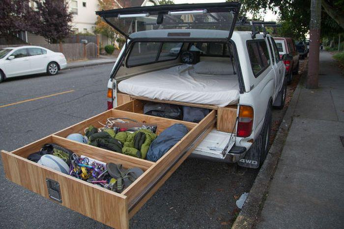 Самодельный автомобиль для путешествий из старого пикапа (25 фото)