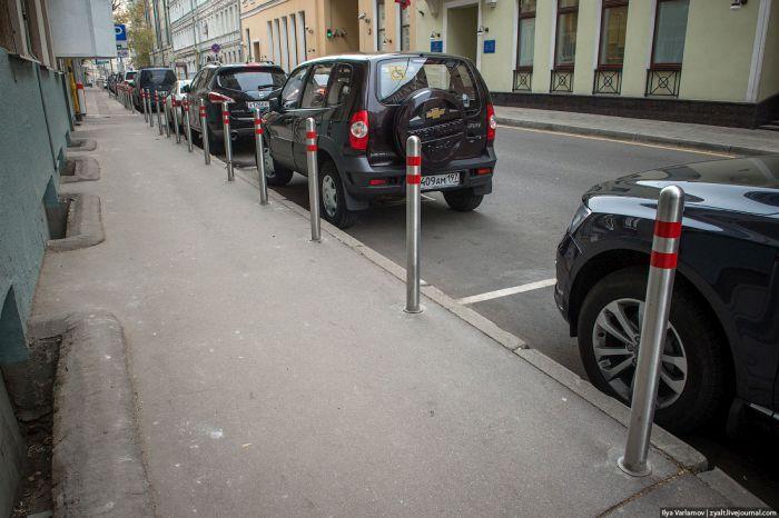 В Москве демонтируют дорожные столбики (12 фото)