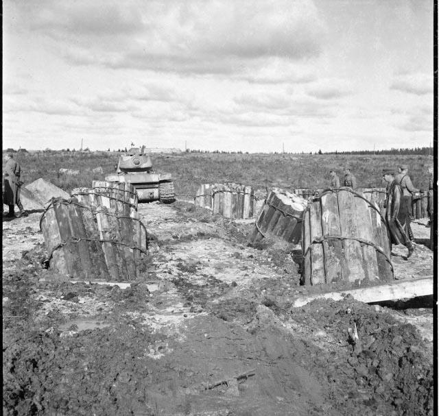 Испытания противотанковых заграждений финской армии (24 фото)