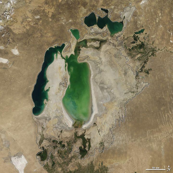 Аральское море постепенно исчезает (15 фото)