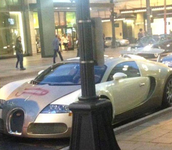 Хулиган нарисовал член на Bugatti Veyron (2 фото)