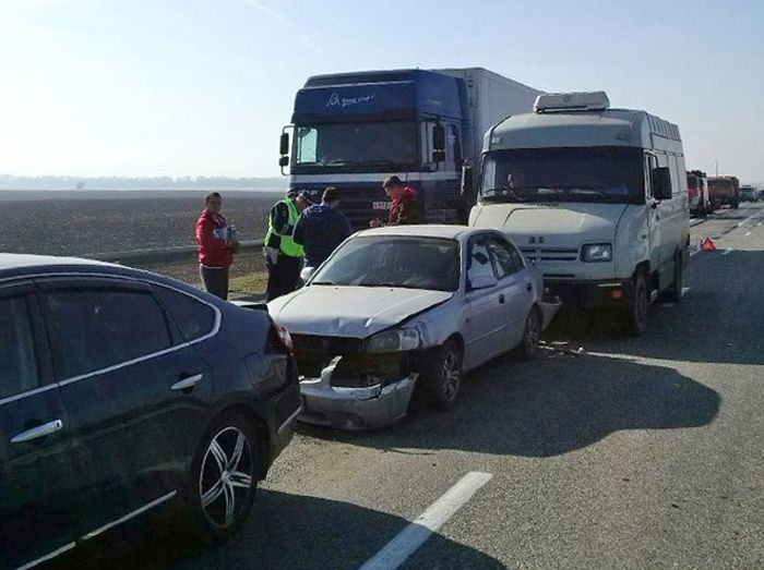 Страшное ДТП на трассе Дон: пострадало более 50 автомобилей (14 фото + видео)