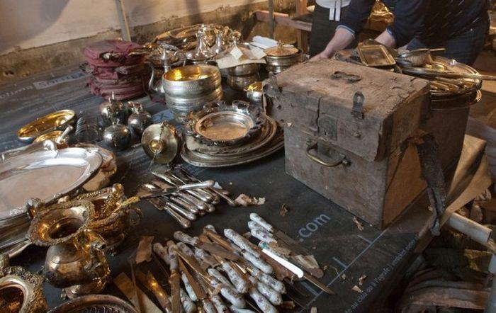 На складе в Санкт-Петербурге были найдены сотни произведений искусства (5 фото + видео)