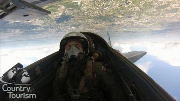 45-минутный полет на истребителе МИГ-29 за 650 тысяч рублей (8 фото)