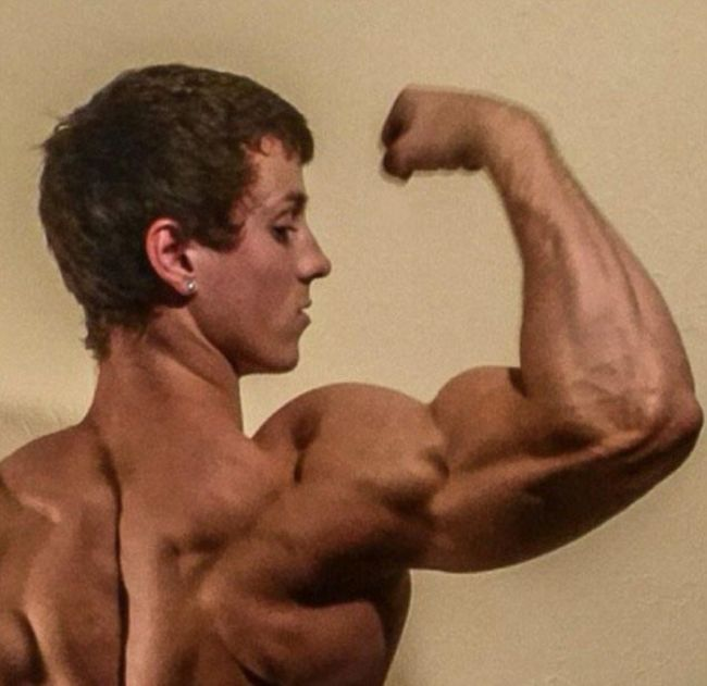 Американский подросток излечился от рака и занялся бодибилдингом (12 фото)