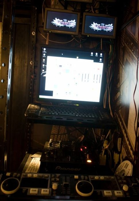 «Икарус» превратили в бар на колесах BarBus MAXI (23 фото)