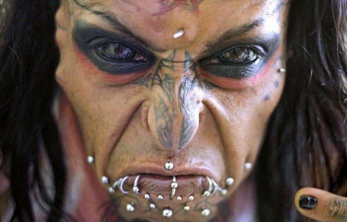 Как обычный диджей стал дьяволом (11 фото)