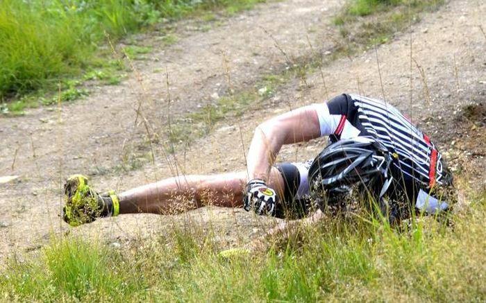 Колесо подвело велосипедиста (8 фото)