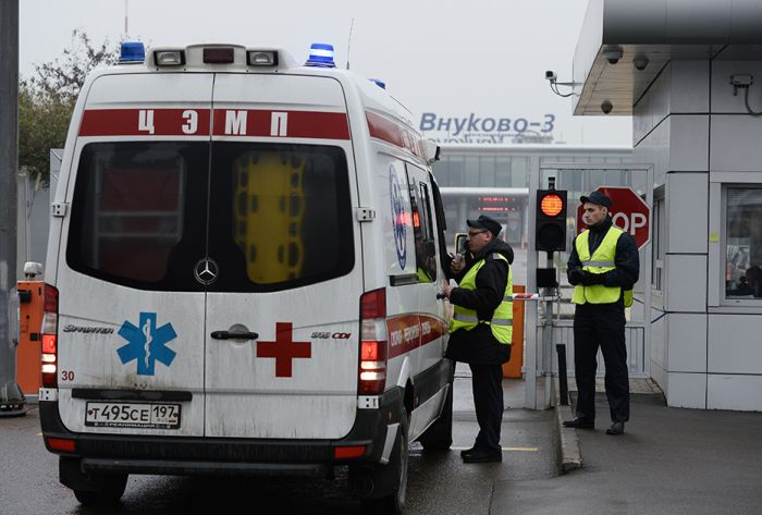 Во Внуково разбился самолет с директором концерна Total (7 фото)