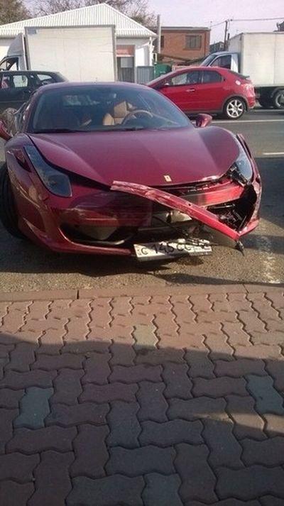 В Краснодаре «ВАЗ» столкнулся с Ferrari (2 фото + видео)