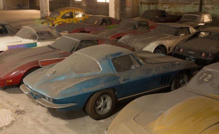 36 спорткаров Corvette простояли без надобности 26 лет (44 фото)