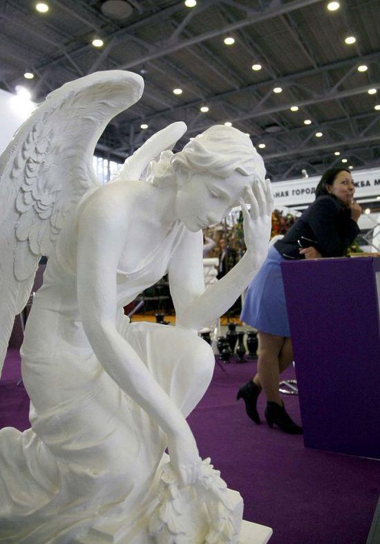 В Москве открыта выставка похоронной культуры (20 фото)