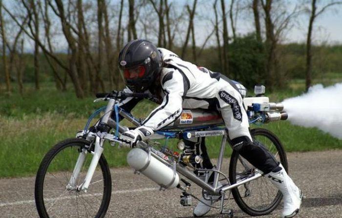 Установлен рекорд скорости для велосипеда (10 фото + видео)