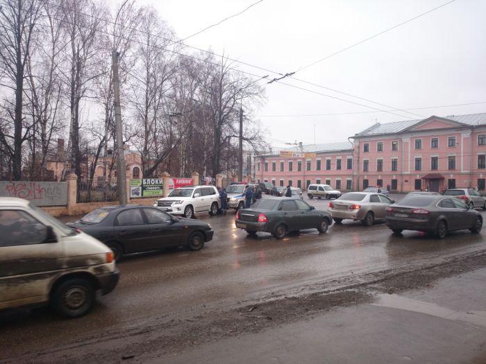 Полицейский «УАЗ» въехал в депутатский Lexus (7 фото)