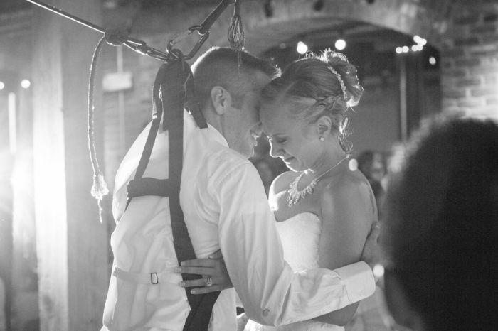 Свадебный танец частично парализованного жениха (8 фото)