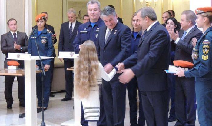 9-летняя девочка получила орден «За мужество» (12 фото)