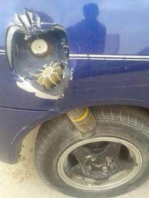 Самый везучий автомобилист (2 фото)