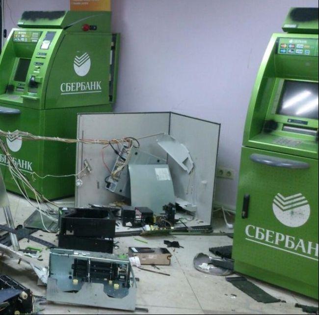 В центре Томска взорвали банкомат (3 фото)
