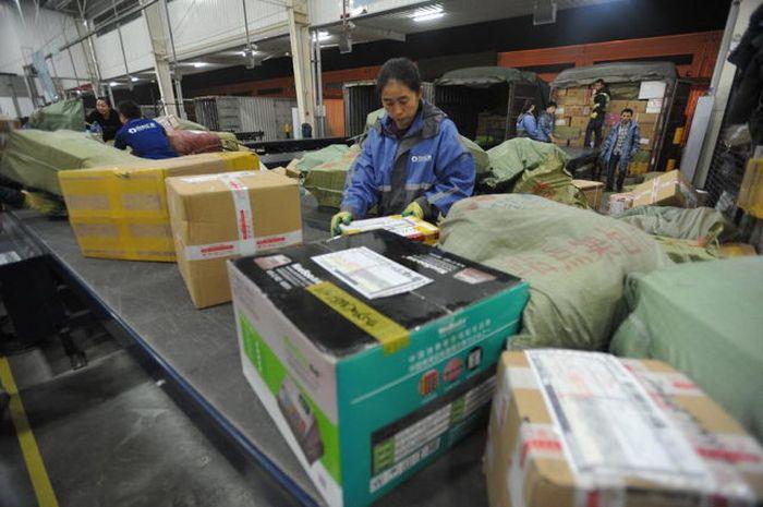 Китайская почта – вид изнутри (28 фото)