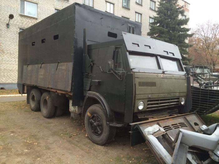 Самодельные бронетранспортеры украинских силовиков (13 фото)