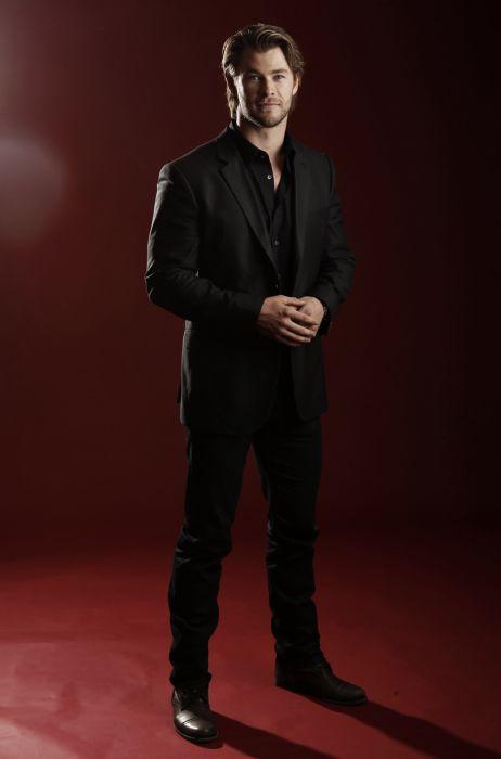 Самым сексуальным мужчиной года по версии журнала People стал Крис Хемсворт (40 фото)